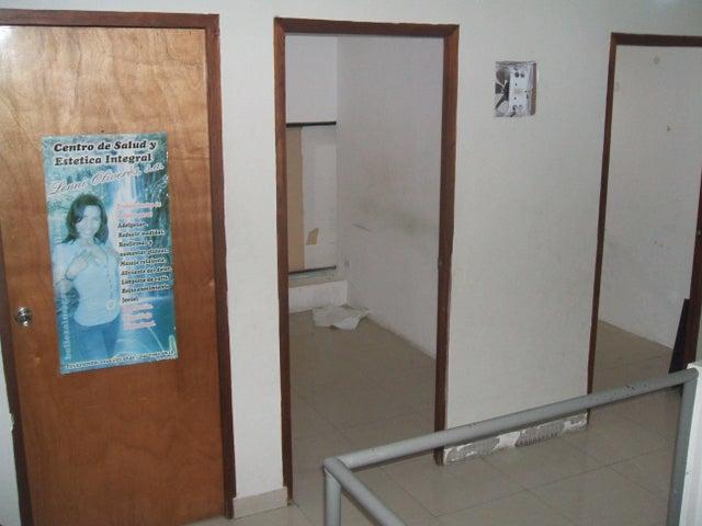 Local Comercial Miranda>Guatire>Sector San Pedro - Venta:232.076.000.000 Precio Referencial - codigo: 15-1918