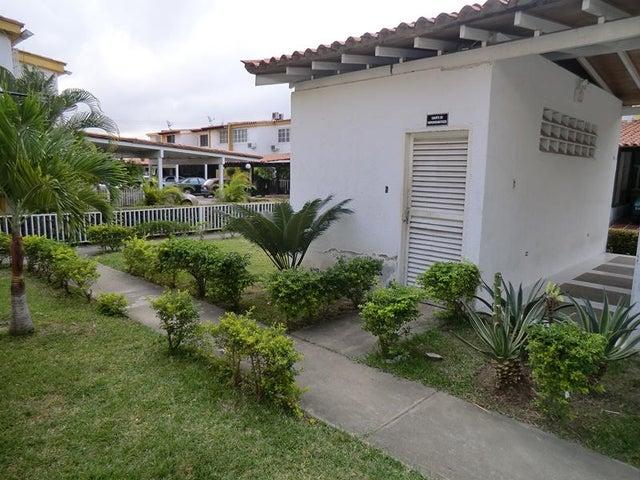Casa Miranda>Guatire>El Refugio - Venta:45.378.000.000 Precio Referencial - codigo: 15-1931