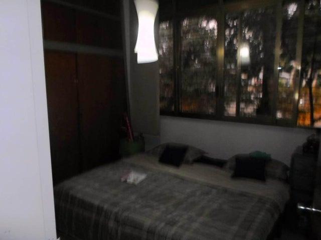Casa Distrito Metropolitano>Caracas>La Floresta - Venta:121.080.000.000 Bolivares Fuertes - codigo: 15-1951
