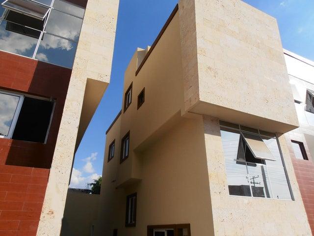 Casa Aragua>Maracay>La Floresta - Venta:116.364.000.000 Bolivares - codigo: 15-2274