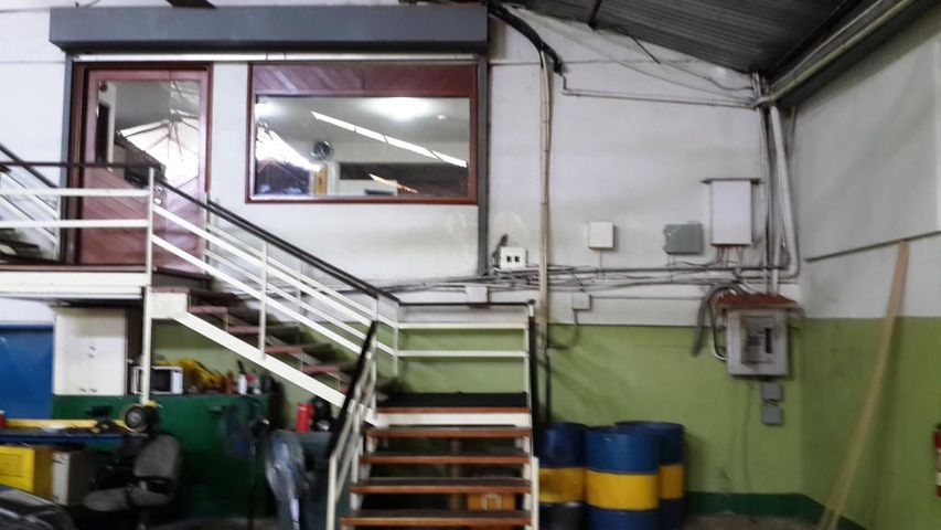 Galpon - Deposito Zulia>Maracaibo>El Transito - Venta:189.076.000.000 Precio Referencial - codigo: 15-2290