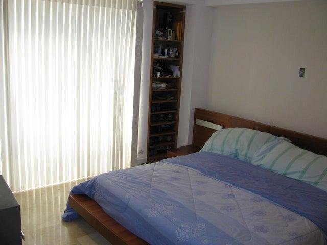 Apartamento Distrito Metropolitano>Caracas>Las Mercedes - Venta:325.818.000.000 Bolivares Fuertes - codigo: 15-2727