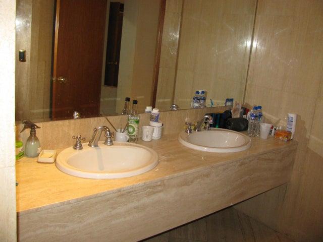 Apartamento Distrito Metropolitano>Caracas>Las Mercedes - Venta:91.252.000 Precio Referencial - codigo: 15-2727