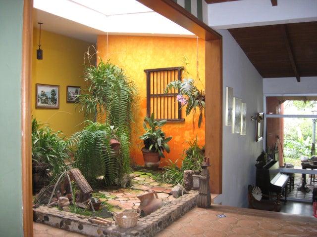 Casa Distrito Metropolitano>Caracas>El Placer - Venta:73.901.000.000 Bolivares - codigo: 15-2503