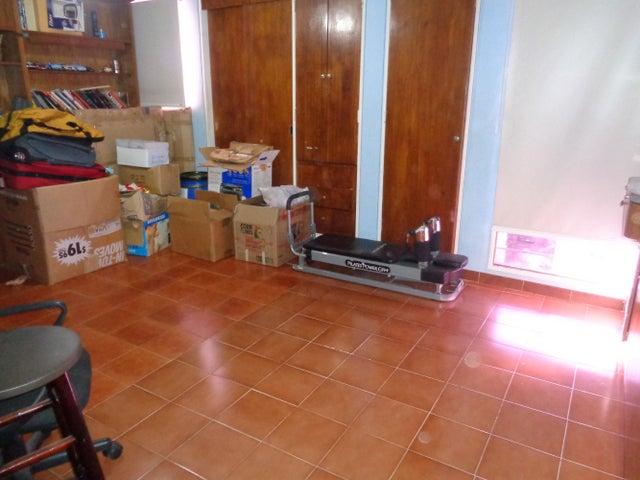 Apartamento Distrito Metropolitano>Caracas>Las Esmeraldas - Venta:30.553.000.000 Bolivares Fuertes - codigo: 14-942