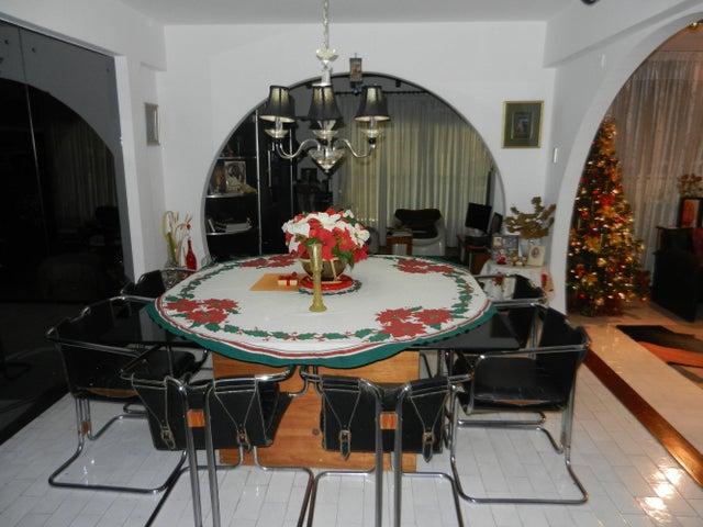 Casa Distrito Metropolitano>Caracas>Lomas de Chuao - Venta:305.363.000.000 Precio Referencial - codigo: 15-2537