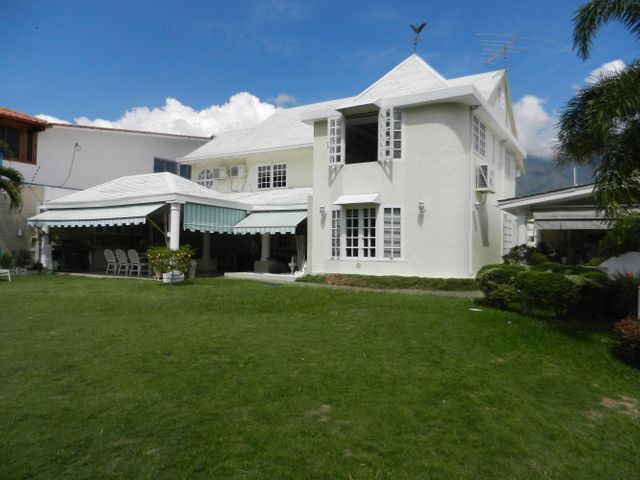 Casa Distrito Metropolitano>Caracas>Colinas de La California - Venta:158.422.000.000 Bolivares - codigo: 15-2545