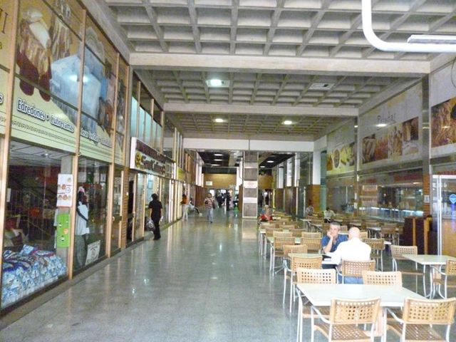 Local Comercial Distrito Metropolitano>Caracas>Colinas de Bello Monte - Venta:134.360.000.000 Precio Referencial - codigo: 15-2680