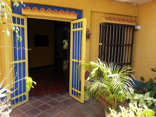 Casa Distrito Metropolitano>Caracas>Lomas del Club Hipico - Venta:195.683.000.000 Precio Referencial - codigo: 15-3144