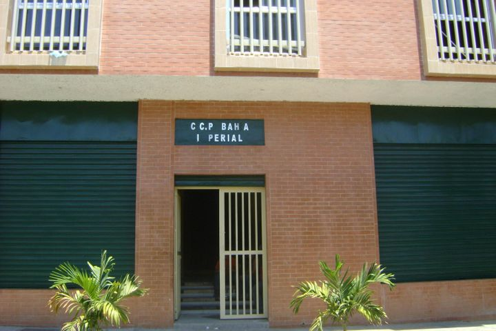 Local Comercial Carabobo>Valencia>Avenida Lara - Venta:990.000.000 Bolivares - codigo: 15-2858