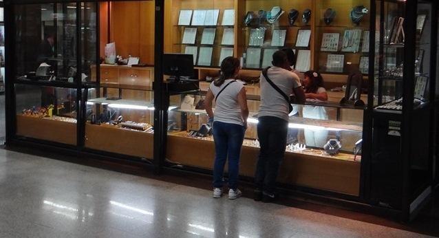 Local Comercial Distrito Metropolitano>Caracas>El Cafetal - Venta:44.651.000.000 Bolivares - codigo: 15-2934