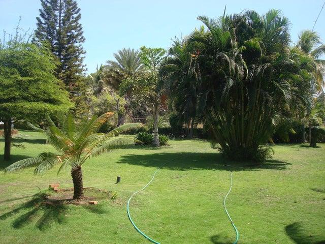 Casa Zulia>Maracaibo>Country Club - Venta:133.946.000.000 Bolivares - codigo: 15-2786