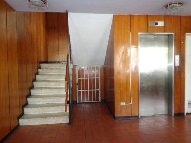 Local Comercial Distrito Metropolitano>Caracas>Las Palmas - Venta:48.616.000.000 Precio Referencial - codigo: 15-2968