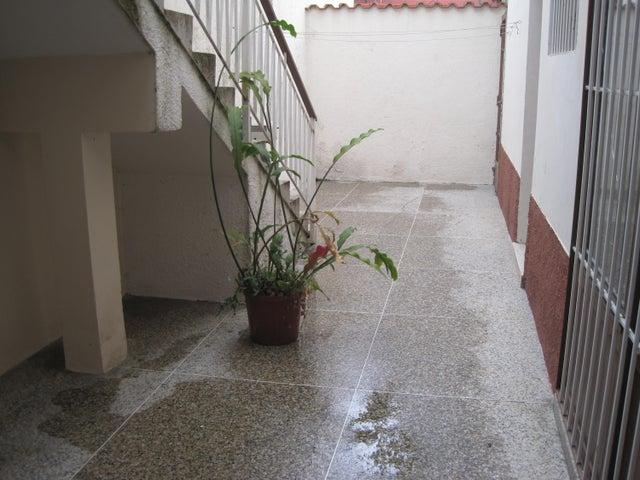 Casa Miranda>Los Teques>Municipio Guaicaipuro - Venta:42.751.000.000 Precio Referencial - codigo: 15-3204