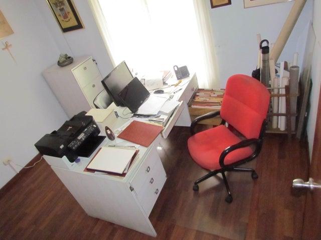 Casa Distrito Metropolitano>Caracas>Macaracuay - Venta:54.051.000.000 Bolivares - codigo: 15-3253