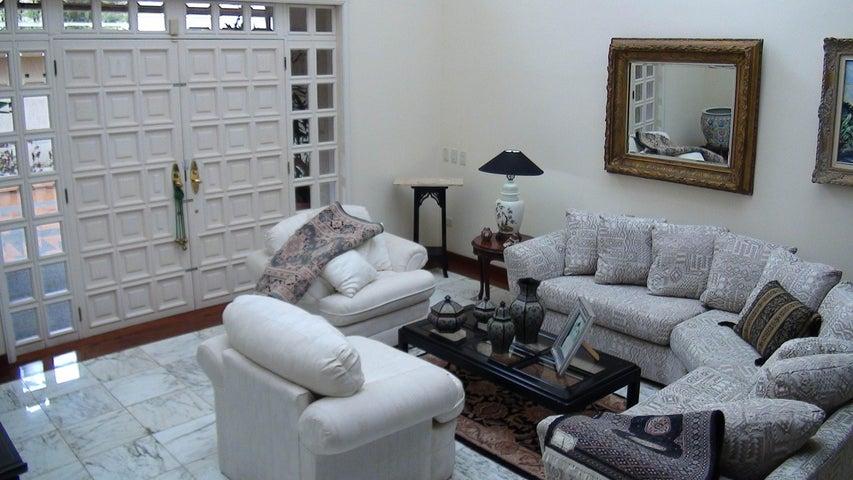 Casa Distrito Metropolitano>Caracas>Alto Hatillo - Venta:1.270.973.000.000 Bolivares - codigo: 15-3326