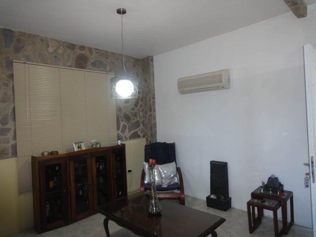 Casa Distrito Metropolitano>Caracas>Alto Hatillo - Venta:488.581.000.000 Bolivares Fuertes - codigo: 15-3564