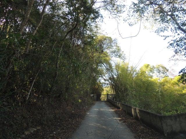 Terreno Distrito Metropolitano>Caracas>La Lagunita Country Club - Venta:1.175.000.000 Bolivares - codigo: 15-3605