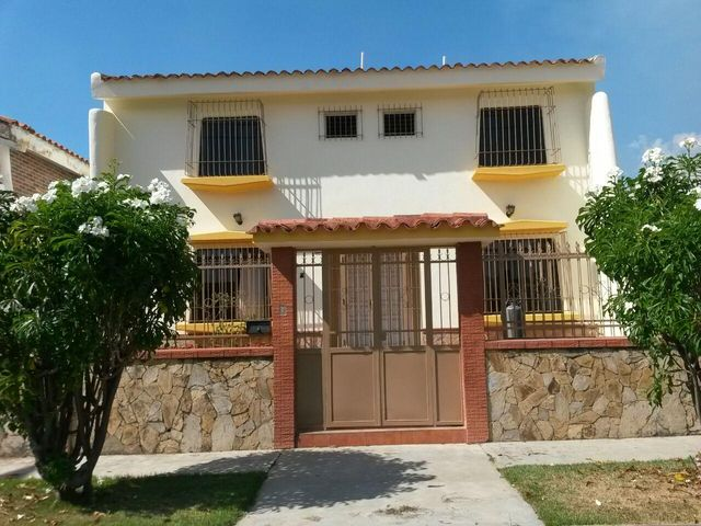 Casa Carabobo>Valencia>Trigal Norte - Venta:27.070.000.000 Bolivares Fuertes - codigo: 15-3673