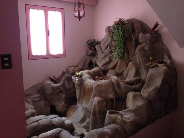 Casa Distrito Metropolitano>Caracas>Colinas del Tamanaco - Venta:508.389.000.000 Precio Referencial - codigo: 15-4264