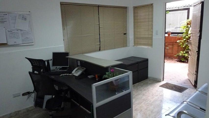 Casa Distrito Metropolitano>Caracas>Mariperez - Venta:28.451.000 Precio Referencial - codigo: 15-3814