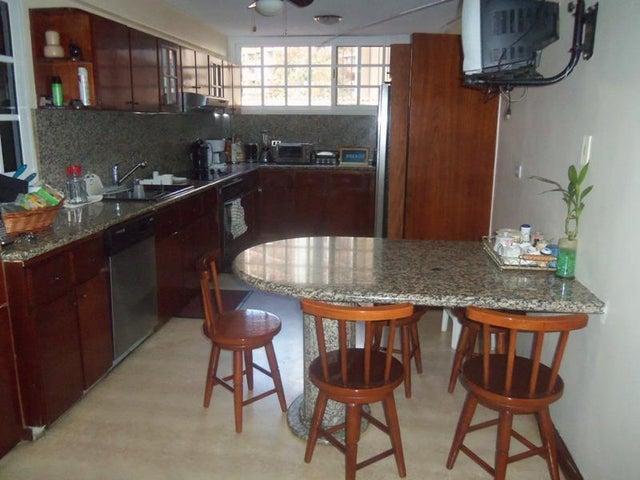 Casa Distrito Metropolitano>Caracas>Los Naranjos del Cafetal - Venta:317.743.000.000 Precio Referencial - codigo: 15-3857