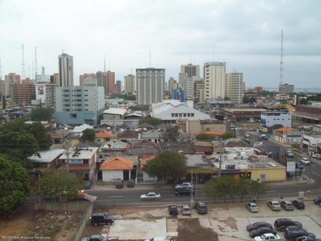 Oficina Zulia>Maracaibo>5 de Julio - Venta:8.029.000.000 Bolivares - codigo: 15-3909