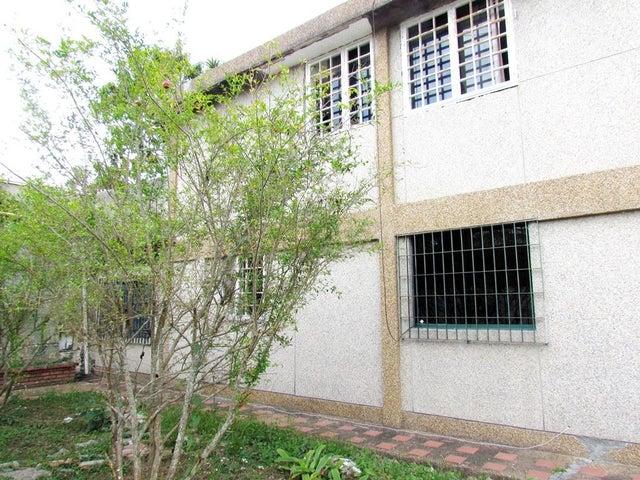 Casa Distrito Metropolitano>Caracas>Miranda - Venta:34.641.000.000 Bolivares - codigo: 15-4110