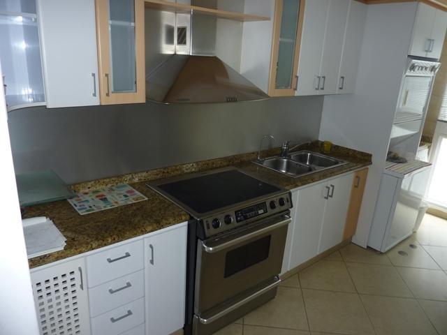 Townhouse Distrito Metropolitano>Caracas>La Boyera - Venta:88.968.000.000 Precio Referencial - codigo: 15-5737
