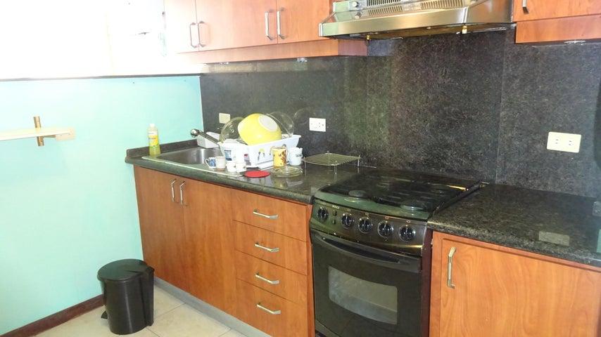 Apartamento Distrito Metropolitano>Caracas>Campo Alegre - Venta:29.930.000.000 Bolivares Fuertes - codigo: 14-3413