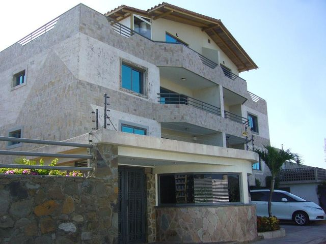 Apartamento Nueva Esparta>Margarita>Playa el Angel - Venta:120.000 Precio Referencial - codigo: 15-4346