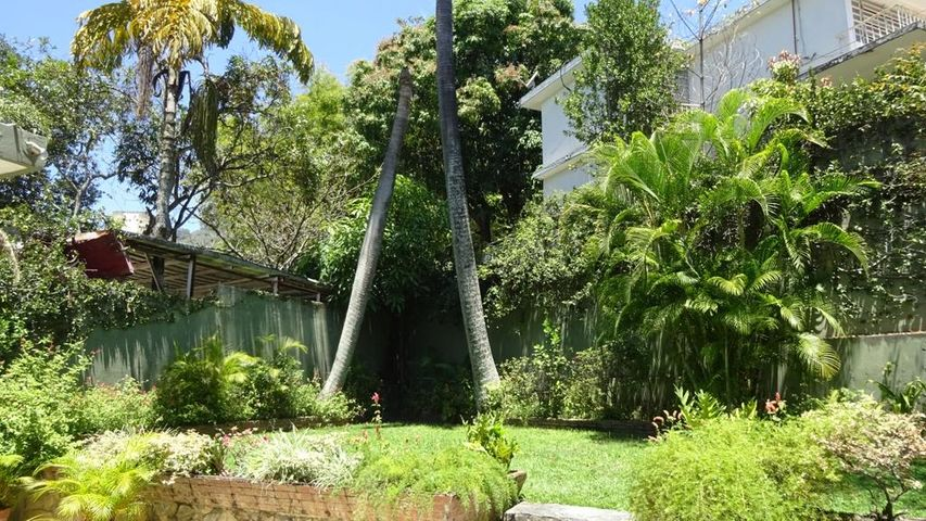 Casa Distrito Metropolitano>Caracas>San Bernardino - Venta:1.809.917.000.000 Precio Referencial - codigo: 15-4358