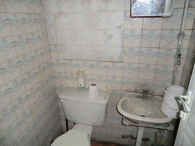 Local Comercial Miranda>Guatire>Guatire - Venta:502.034.000.000 Precio Referencial - codigo: 15-4402