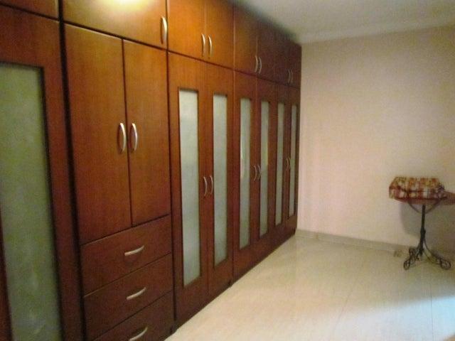 Townhouse Zulia>Maracaibo>Lago Mar Beach - Venta:171.003.000.000 Precio Referencial - codigo: 15-4439
