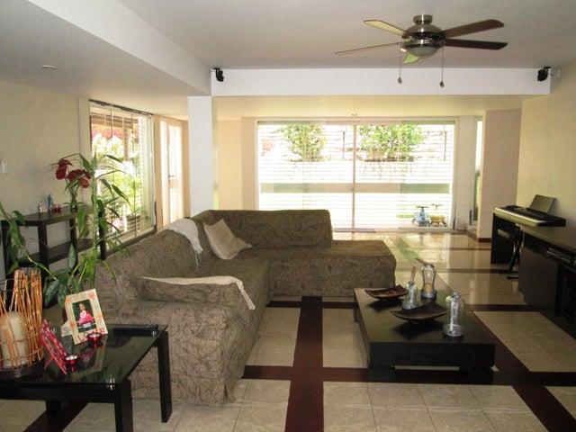 Casa Distrito Metropolitano>Caracas>El Cafetal - Venta:195.432.000.000 Precio Referencial - codigo: 15-3637