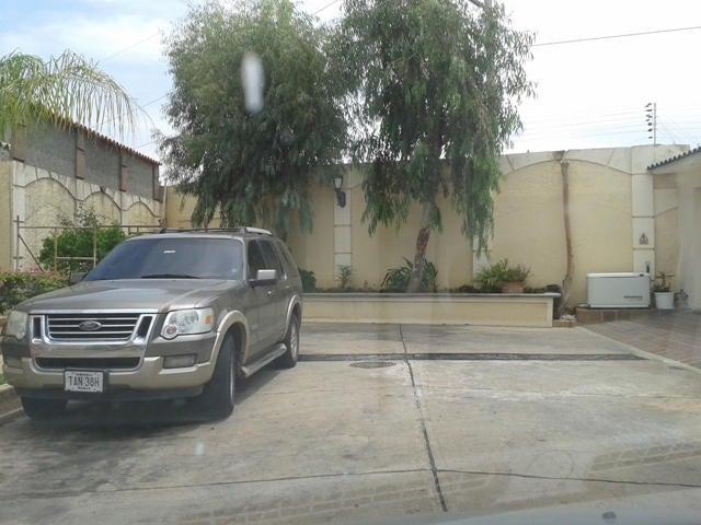 Townhouse Zulia>Maracaibo>Fuerzas Armadas - Venta:63.852.000.000 Precio Referencial - codigo: 15-4589