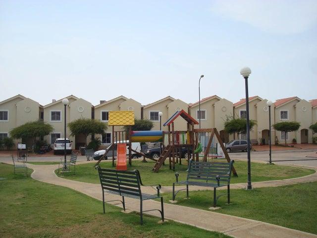 Townhouse Zulia>Maracaibo>Avenida Milagro Norte - Venta:17.625.000.000 Bolivares - codigo: 15-4670