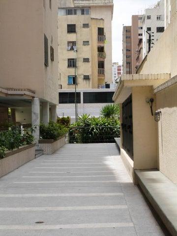 Apartamento Distrito Metropolitano>Caracas>Los Palos Grandes - Venta:46.153.000.000 Bolivares Fuertes - codigo: 15-4495