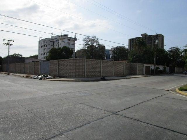 Terreno Zulia>Maracaibo>Las Delicias - Venta:76.622.000.000 Precio Referencial - codigo: 15-4721