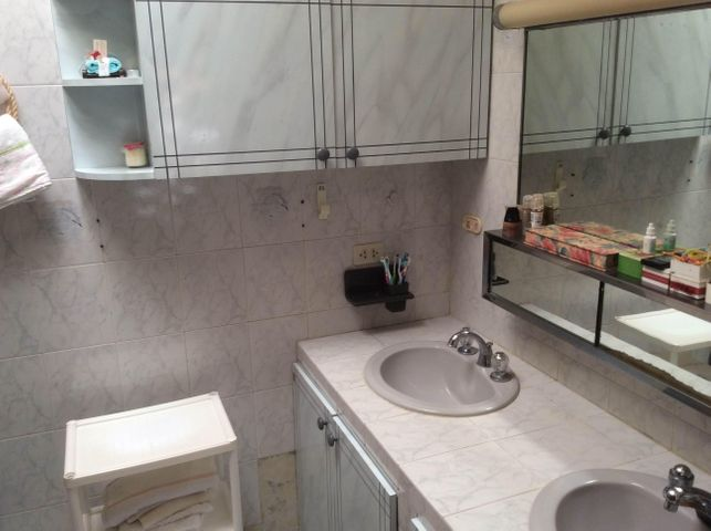 Casa Distrito Metropolitano>Caracas>La Boyera - Venta:40.605.000.000 Bolivares - codigo: 15-4756