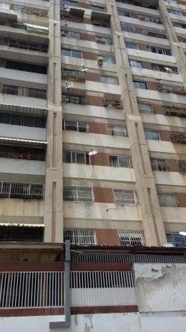 Local Comercial Distrito Metropolitano>Caracas>Los Dos Caminos - Venta:13.856.000.000 Bolivares - codigo: 15-4914