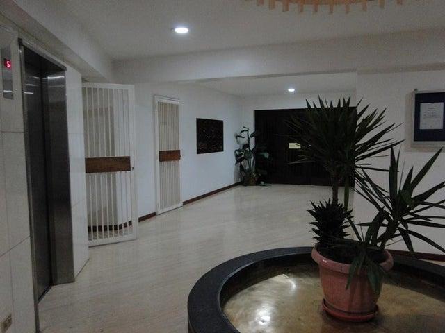 Apartamento Distrito Metropolitano>Caracas>Cumbres de Curumo - Venta:126.462.000.000 Precio Referencial - codigo: 15-5459