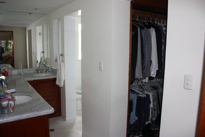 Casa Distrito Metropolitano>Caracas>Alta Florida - Venta:157.910.000.000 Bolivares - codigo: 15-5563
