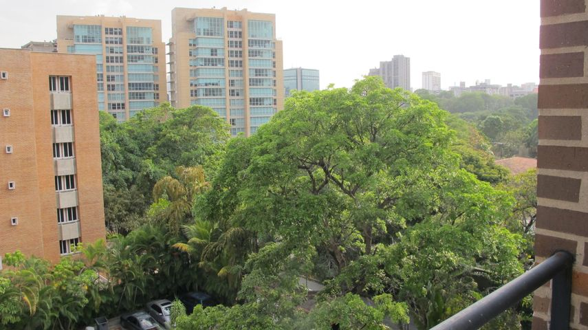 Apartamento Distrito Metropolitano>Caracas>Campo Alegre - Venta:441.178.000.000 Precio Referencial - codigo: 15-5572