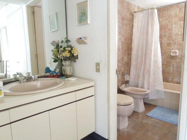 Apartamento Vargas>Parroquia Caraballeda>Caribe - Venta:73.287.000.000 Precio Referencial - codigo: 15-5576