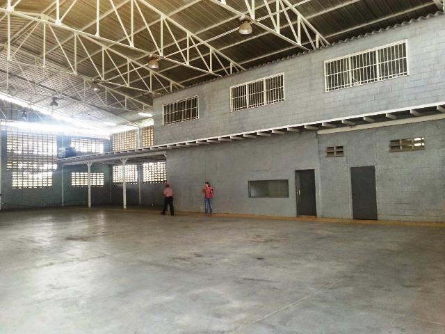 Galpon - Deposito Miranda>Santa Lucia>Santa Lucia - Venta:300.000 Precio Referencial - codigo: 15-5677