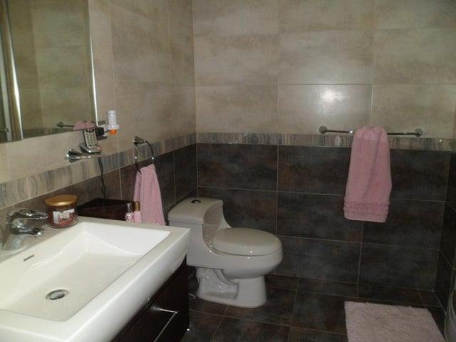 Apartamento Distrito Metropolitano>Caracas>Alta Florida - Venta:191.556.000.000  - codigo: 15-5683
