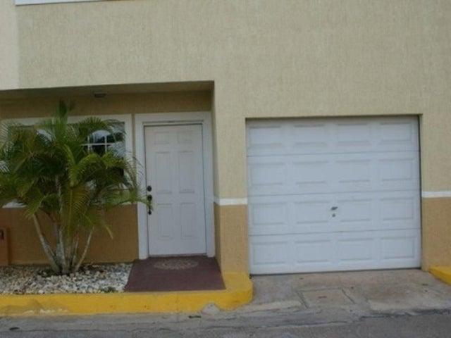 Townhouse Nueva Esparta>Margarita>El Morro - Venta:50.420.000.000 Precio Referencial - codigo: 15-5723