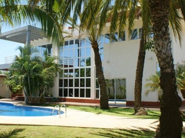 Casa Nueva Esparta>Margarita>Playa el Angel - Venta:567.192.000.000 Precio Referencial - codigo: 15-5790
