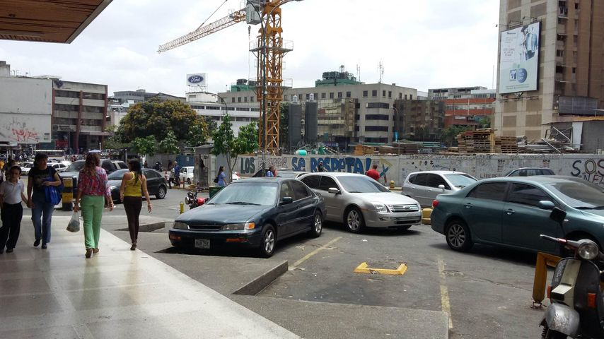Local Comercial Distrito Metropolitano>Caracas>Los Dos Caminos - Venta:2.350.000.000 Bolivares - codigo: 15-5837